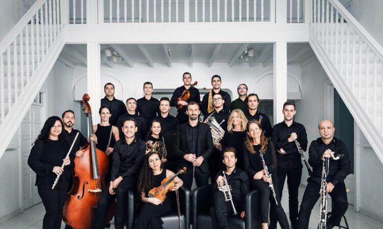 La formación Lanzarote Ensemble continúa con su programación anual ofreciendo, en esta ocasión en el espacio de Los Aljibes de Haría, un concierto único de la mano del director James Blair.