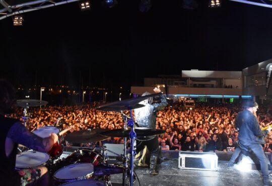 Arrecife en Vivo se despide de su séptima edición con su cuarta y última jornada de música itinerante el viernes, 11 de octubre. El cierre del festival contará con los conciertos de Apollo 440, la banda inlgesa de rock electrónico formada en 1990 creadores de 'Stop the rock' y actuarán en Canarias por primera vez.