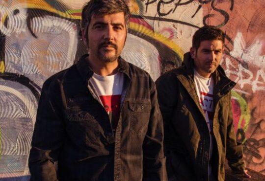 Estopa ha elegido el 18 de octubre 2019 para la publicación de Fuego coincidiendo con la fecha exacta en la que se cumplen 20 años del lanzamiento de su primer disco.
